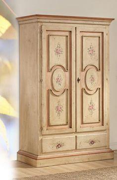 Armadio in legno massello dipinto e decorato a a mano | Mobili ...