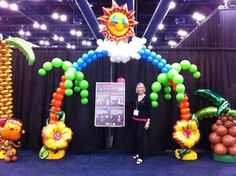 Air-filled Tropical Arch by Jan Iiams, CBA and Eddie Heyland for US Balloons at Halloween & Party Expo