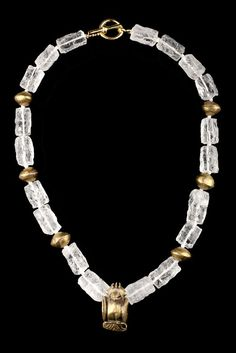 Pre-Columbian rock crystal and gold necklace, found in Colombia and dated to around 800-1500 CE. Image found on Pinterest via Muzeion.