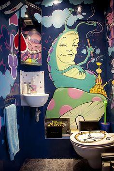 Psychedelic Alice and Wonderland Bathroom pics) - My Modern Met Dream Bathrooms, Dream Rooms, Alice In Wonderland Room, Hippy Room, Chill Room, Room Goals, Hookah Lounge, Trippy, Room Inspiration