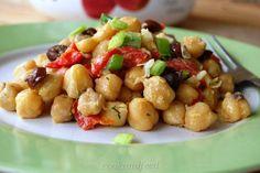 Chickpea Salad, Salad Bar, Potato Salad, Side Dishes, Cooking, Ethnic Recipes, Easy, Food, Kitchen