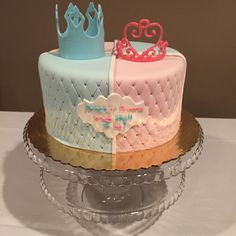 Gender reveal cake - prince or princess baby laila baby gend Gender Party, Baby Gender Reveal Party, Baby Reveal Cakes, Baby Princess, Reveal Parties, Baby Birthday, Baby Shower Cakes, New Baby Products, Cake Decorating