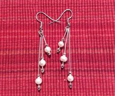 Certain items should be a staple in any woman's wardrobe. For example, every woman needs an LBD (little black dress), and a pair of pearl earrings. Pearl earrings have the wonderful ability of bein… Pearl Chandelier, Chandelier Earrings, Pearl Earrings, Drop Earrings, Wire Tutorials, How To Make Earrings, Jewelry Crafts, Great Gifts, Sparkle