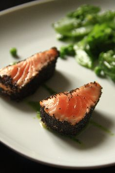 saumon mi-cuit, mi-cru au pavot, verdure, vinaigrette wasabi