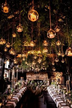 Magnífica decoración de boda en bosque encantado, en Upper House Hayfield, capturada por Shaun Taylor Photography.