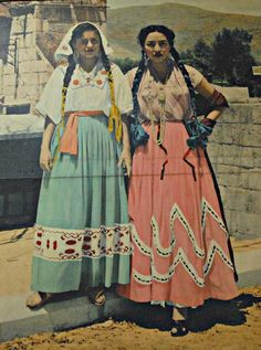 A photo of an old photo displayed in the post office in Oaxaca Mexico. These trajes regionales don't look much like what you see today. My guess is that these models are wearing clothing from Oaxaca's Mixteca region - maybe Huajuapan. These photos were supposed to represent las siete regiones (the 7 regions) of the state of Oaxaca, one of which is the Mixteca.