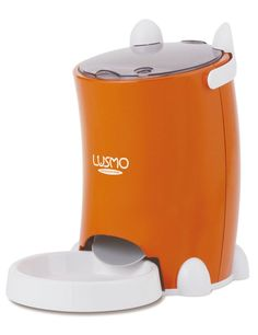 Automatic Dog Feeder - Get the latest automatic dog feeders and food dispensers to make sure they stick to their feeding routine even when you're away. Food Feeder, Pet Feeder, Auto Cat Feeder, Rottweiler, Pet Dogs, Dog Cat, Automatic Cat Feeder, Cat Feeding, Buy A Cat