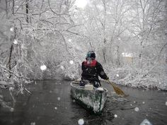 Winter kayaking in Michigan - What could be more beautiful than paddling the morning right after a major snowstorm ? Best Fishing Kayak, Kayak Camping, Canoe And Kayak, Camping And Hiking, Canoe Boat, Fishing Tips, Bass Fishing, Kayaks, Outdoor Life