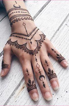 Henna Tattoo Designs Hand, Henna Finger Tattoo, Henna Tattoo Designs Simple, Finger Tattoos, Hand Henna, Henna Hand Tattoos, Latest Mehndi Designs, Mehndi Designs For Hands, Hannah Tattoo