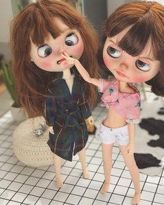 Those 2 lol♊♾♊ Ooak Dolls, Blythe Dolls, Dibujos Anime Chibi, Cute Baby Dolls, Kawaii Doll, Creepy Dolls, Little Doll, Doll Repaint, Custom Dolls
