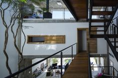 A fully-enclosed second-floor room sets the vertical borders for the rooms above and below.