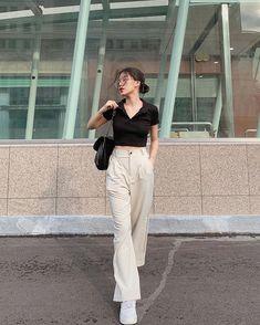 Korean Girl Fashion, Korean Fashion Trends, Ulzzang Fashion, Korean Street Fashion, Kpop Fashion Outfits, Look Fashion, 90s Fashion, Korean Casual Outfits, Korean Outfit Street Styles