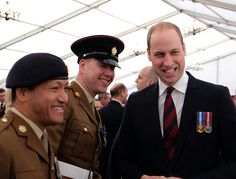 The Duke of Cambridge is also in attendance chatting to military and civilian personnel at the Iraq and Afghanistan memorial. pic.twitter.com/CCDH7jhqwG