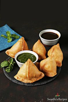Samosa is a popular Indian snack where spiced potatoes are stuffed in a flaky pastry and fried. via @swasthi Indian Food Recipes, Vegetarian Recipes, Healthy Recipes, Vegan Indian Food, Indian Potato Recipes, Easy Indian Snacks, Healthy Breakfasts, Thai Recipes, Healthy Snacks