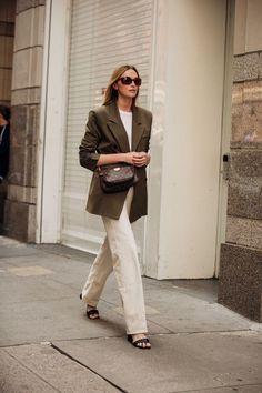 The best street style from New York Fashion Week spring/summer 2020 - Vogue Australia Fashion Week Paris, New York Fashion, Daily Fashion, 20s Fashion, Spring Fashion, Autumn Fashion, Japan Fashion, Fashion Outfits, Style Fashion