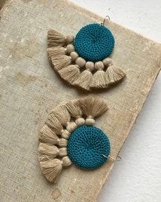Crochet Jewelry Patterns, Crochet Earrings Pattern, Crochet Bracelet, Crochet Accessories, Crochet Designs, Crochet Jewellery, Tassel Jewelry, Textile Jewelry, Fabric Jewelry