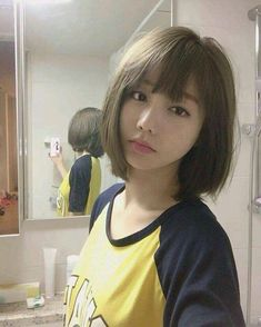 albums of Short Hair For Girls Korean Style Explore girl hair short style - Hair Style Girl Medium Short Haircuts, Short Hairstyles For Thick Hair, Haircut For Thick Hair, Short Hair Cuts For Women, Girl Short Hair, Short Girls, Blonde Balayage Highlights, Hair Style Korea, Style Hair