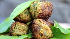 Green spelled and vegetable burgers – Rezepte – Finger Food Homemade Cake Recipes, Best Cake Recipes, Vegan Recipes, Favorite Recipes, Vegan Food, Cake Recipe For Decorating, Cake Recipes For Beginners, How To Make Meatballs, Claudia S