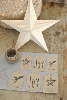 Etiquettes cadeaux - simply factory http://simplyfactory.bigcartel.com/product/lot-de-3-cartes-de-noel-3-enveloppes-6-etiquettes-cadeau