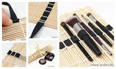 Esta blogueira mostra como trespassar um elástico através de uma esteira de sushi para criar uma solução bacana para armazenar pincéis de maquiagem.