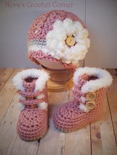 Crochet Baby Hats Crochet Baby Girl Fur Trim Boots and Hat with Flower - 321 Link doesn't go to an article or pattern, but I love the design of these crocheted baby booties and hat! You can crochet beautiful baby booties as a gift or for your own lit Baby Girl Crochet, Crochet Baby Shoes, Crochet Baby Clothes, Cute Crochet, Crochet For Kids, Flower Crochet, Crotchet, Crocheted Baby Hats, Crochet Summer