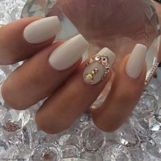 Beauty blogger Lorena Sanchez had her nails done by Jems Nails and Beauty Bar (Photo: Instagram/_Divamaker). #rhinestones #nails #nailswag
