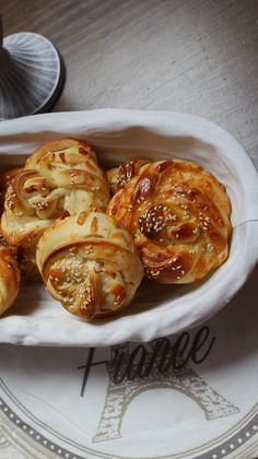 Panecillos trenzados con queso y sésamo (Turquía)