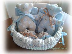 Esencia de hortensia: Canastilla para bebés con cestita de trapillo