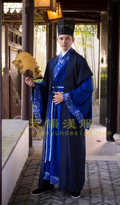 Han Couture Han Fu Chinese traditional by GraceChenDesign on Etsy ( Not certain this is period, although aspects of it look the part. Chinese Traditional Costume, Traditional Dresses, Ancient China Clothing, Chinese Culture, Chinese Art, Medieval Costume, Fantasy Costumes, Chinese Clothing, Oriental Fashion