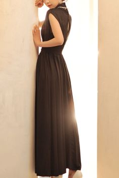 LBD ~ Maxi , nice cut and back details~