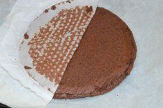 Tort cu mousse de ciocolata si zmeura - CAIETUL CU RETETE Tiramisu, Menu, Ethnic Recipes, Food, Menu Board Design, Essen, Meals, Tiramisu Cake, Yemek