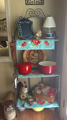Adding a touch of Pioneer Woman Vintage Floral into my Kitchen area (Cool Kitchen Themes) Cherry Kitchen Decor, Kitchen Decor Themes, Red Kitchen, Country Kitchen, Vintage Kitchen, Kitchen Ideas, Boho Kitchen, Kitchen Dishes, Retro Vintage
