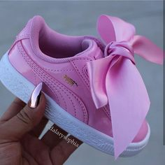 Flex vicariously to perform your young one and the officer current and most hyped baby footwear. Cute Baby Shoes, Baby Girl Shoes, Cute Baby Girl, Cute Baby Clothes, Kid Shoes, Girls Shoes, Cute Babies, Baby Kids, Baby Owl