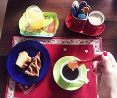 Quante proprietà ha il #miele… adoro usarlo al posto dello #zucchero per dolcificare le mie tisane preferite, e poi è il mio segreto per il buon umore! #lapinellafood #lapinella #food #honey #ingredients #buonumore http://www.lapinella.com/2016/02/02/miele-o-zucchero-vince-il-gusto-naturale/