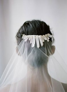Incorporating Agates and Crystals Into Your Wedding | Lucky in Love Blog - What's trending now! 7 agate and crystal inspired wedding details that make us want to be Geologists #weddingtrends #agates #crystals #geologydecor #crystalheadband