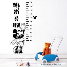 """Vinilos decorativo Infantiles Medidores - """" Soy así de alto, Mickey """" para crecer y ser tan alto como Mickey Mouse, se recomienda colocar este diseño a 10 cm del suelo para usar el metro correctamente.  Se entrega una pieza de 50x136 cm principal elegido, este diseño trae pequeñas pegatinas para colocar en la altura como marcadores. Incluye espátula e instrucciones de colocación. 43,50 € [ ]#retovinilo #vinilosdecorativos #vinilosinfantiles #medidores"""