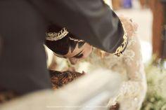 Outdoor Javanese Wedding at De La Rossa Kemang Javanese Wedding, Indonesian Wedding, Wedding Ring Box, Dream Wedding, Girly Pictures, Wedding Poses, Traditional Wedding, Ulzzang, Wedding Inspiration