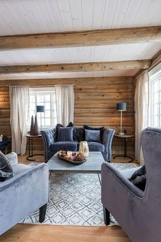 Hytta -vårt andre hjem - Happy Homes Norge Log Home Interiors, Cottage Interiors, Cabin Homes, Log Homes, Scandinavian Cabin, Cabin Interior Design, Living Room Inspiration, Home And Living, Loft