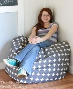 how to make an over-sized pouf {aka a big fat floor pillow}
