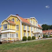 Park inn Ronnums Herrgård  Parkvägen 18, Vargon, 46830, Sweden  Suburban hotel in Vargon with restaurant, bar/lounge. Free buffet breakfast, free WiFi, and free parking Beautiful old building with lovely restaurant. Ask for a room in the main building.