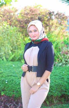 Hijabi Girl, Girl Hijab, Hijab Prom Dress, Arab Girls Hijab, Turban Hijab, Muslim Beauty, Muslim Hijab, Beautiful Little Girls, Hijab Chic