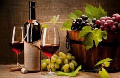 A wine bar is an excellent platform for entertaining. Liven it up with these DIY wine bar décor remodeling ideas. Wine Bottle Glasses, Wine Bottles, Red Wine Stains, Wine Decor, Variety Of Fruits, Wine Art, Fine Wine, Wine Making, Wine Drinks