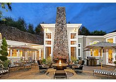 A simply remarkable outdoor living space. Medina, WA Coldwell Banker BAIN