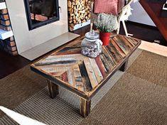 Cette table basse chic minable magnifiquement conçue. Fabriqué en utilisant seulement les meilleurs bois qui est plus de 100 ans de récupération. Le bois pour faire de ces tableaux est amoureusement remis à neuf. Je travaille sans relâche pour créer ces pièces solides, soulful de