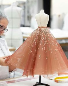 Dior Haute Couture, Haute Couture Dresses, Fashion Details, Fashion Design, Barbie Dress, Contemporary Fashion, Couture Collection, Beautiful Dresses, High Fashion
