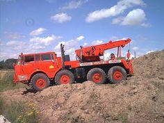 Tatra T813 8x8 wrecker Heavy Duty Trucks, Heavy Truck, Tow Truck, Big Trucks, Heavy Equipment, Czech Republic, Motor Car, Techno, Tractors