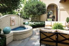 Peaceful and gorgeous outdoor living space in Louisiana. {via inRegister Magazine, Baton Rouge} /ES