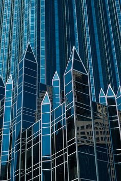 """Architect Philip Johnson's """"Glass Cathedral"""" Pittsburgh, PA #fc3arch"""