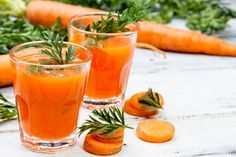 From carrot juice to soybeans, these vitamin K-rich foods can help decrease your risk for heart disease and keep your bones healthy and strong. Carrot Juice Benefits, Health Benefits Of Carrots, Healthy Juices, Healthy Smoothies, Making Smoothies, Breakfast Smoothies, Sumo Detox, Vitamin K Foods, Spinach Juice