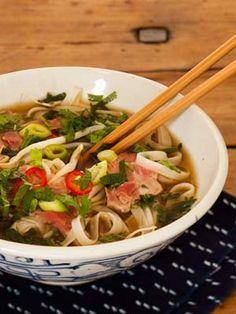recette du pho vietnamien soupe la viande de boeuf recettes pinterest pho. Black Bedroom Furniture Sets. Home Design Ideas